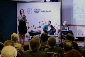 """Glaucia Barros, da Fundação Avina no painel """"Informação para Transformação"""""""